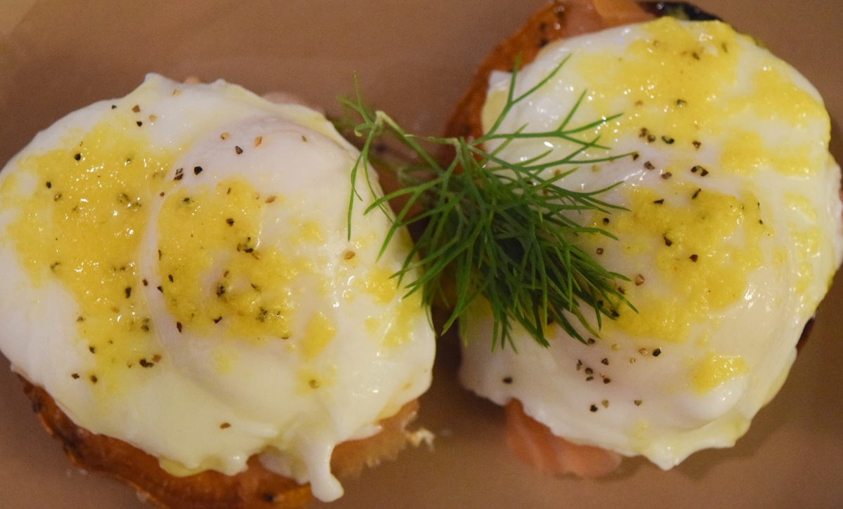 Whole 30 Smoked Salmon Eggs Benedict